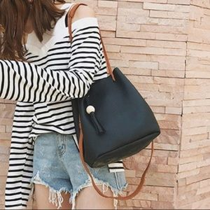 Handbags - Black bag with tassel and accessories